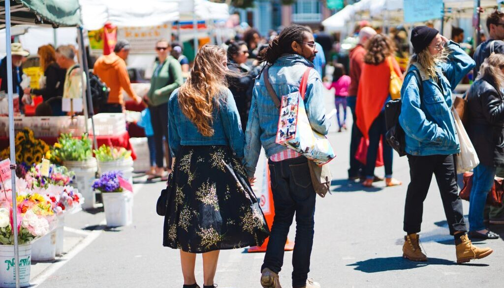 people-road-street-crowd-color-couple-1407561-pxhere.com